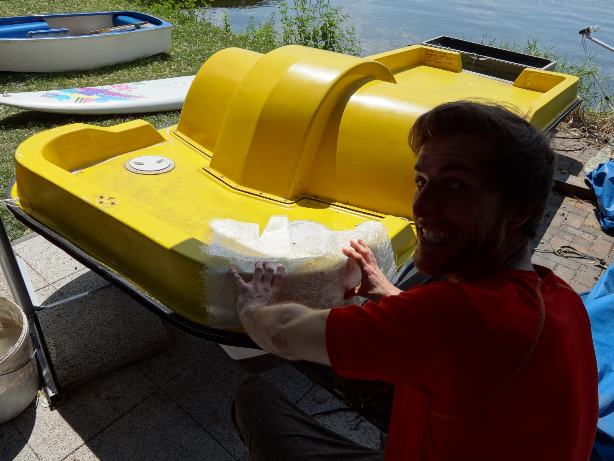 Matthes repairs boat with fibreglass