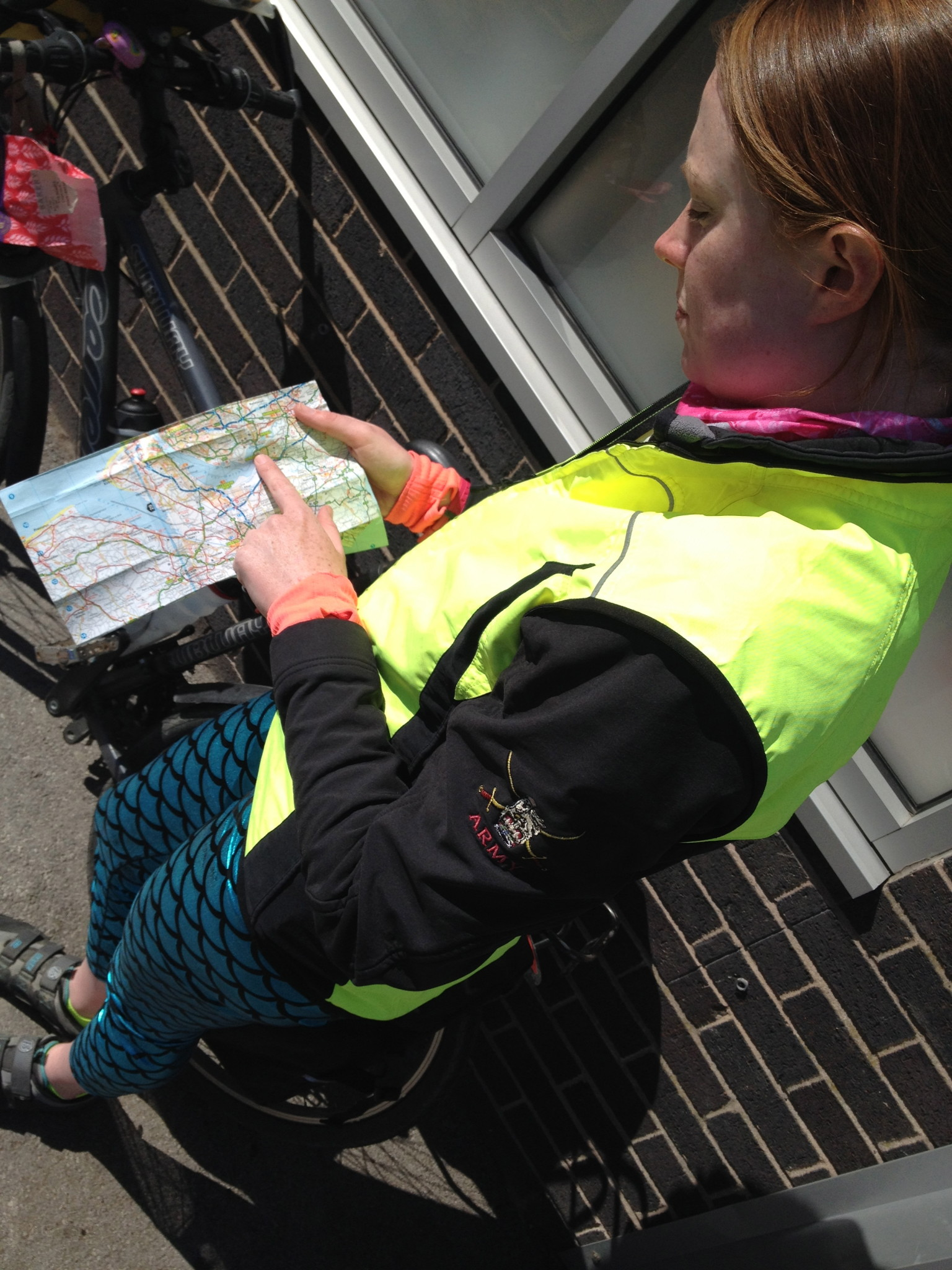 Sarah navigiert flexibel mit Karte und nur im Notfall mit GPS