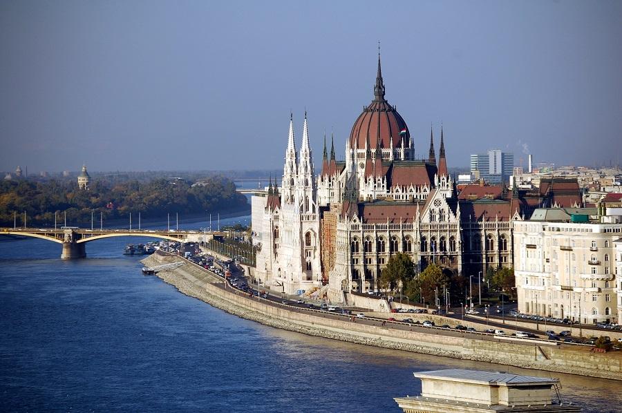 Die Donau in Budapest Parlamentsgebäude