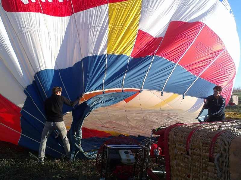 hot air balloon set up start adventure